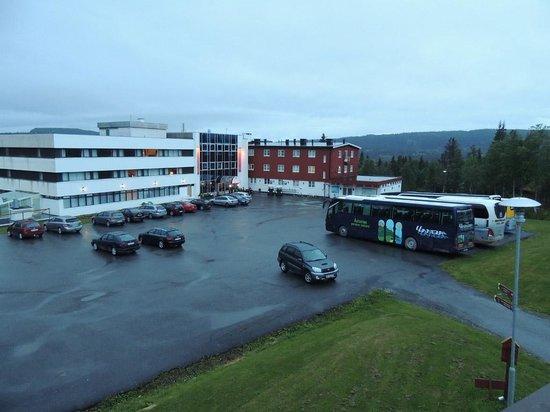 Thon Hotel Skeikampen: El hotel desde un apartamento