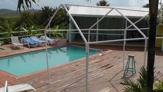 Oceanic View Exclusive Vacation Cottages : Pool. Water clean system seems does not work.