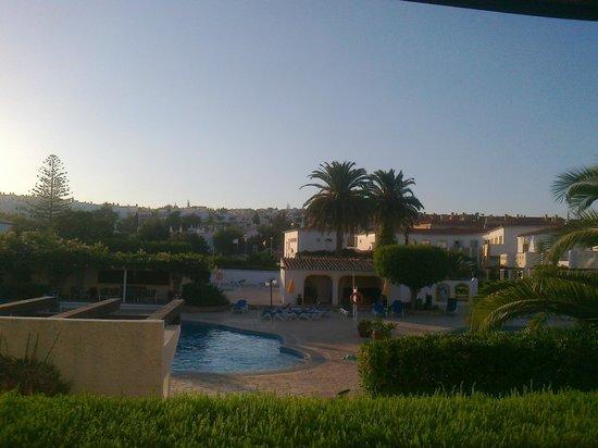 هوتل لوز باي: Room View and Pools