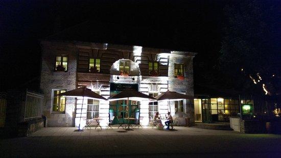 Le Manège : Le Manage bei Nacht