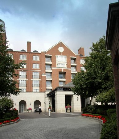 InterContinental Dublin: Front entrance view