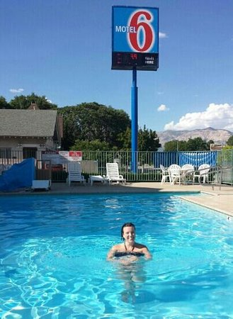 Motel 6 Ogden Riverdale: In the pool