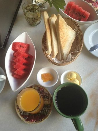 The Village House: Breakfast provided