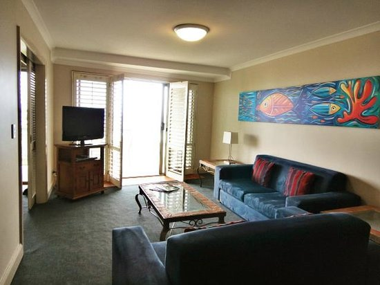 Seashells Scarborough: Very relaxing living room with seaview. Perfect for holiday.
