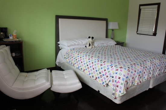 Malibu Country Inn: room