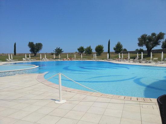 DoubleTree by Hilton Acaya Golf Resort-Lecce: piscina grande