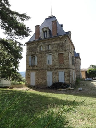 Best Western Golf D'Albon : to be renovated chateau on the golf court