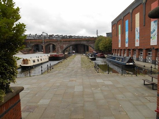 Castlefield Urban Heritage Park: Canal View 3