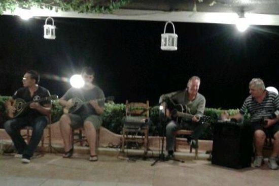 Stani Taverna : Musicians at the Greek night
