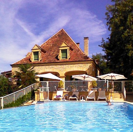 Hotel Bon Encontre : Poolside
