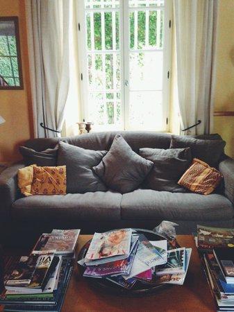 Le Clos Des Freres Gris : common space - huge living room