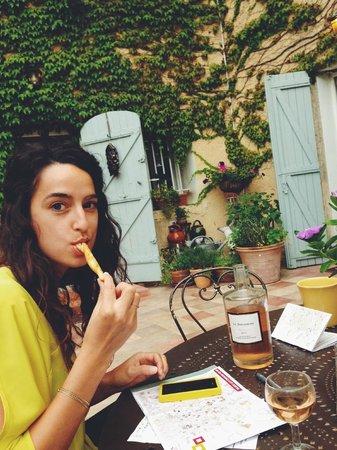 Le Clos Des Freres Gris : wife appreciating the surprise apperitif - thank you Caroline!
