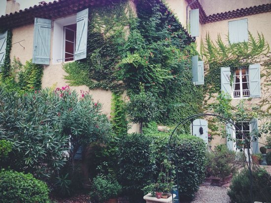 Le Clos Des Freres Gris: facade of the house