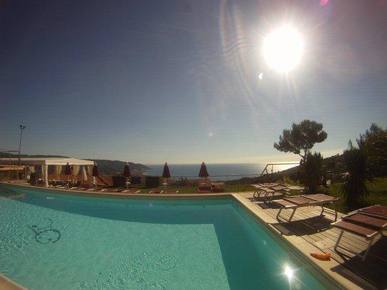 Poggio Dei Gorleri - Wine Resort: la vista dalla piscina