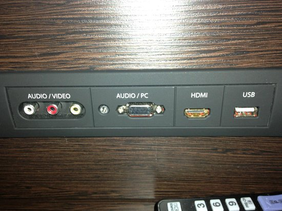 Premier Inn Bedford South (A421) Hotel: Connections to TV - very useful