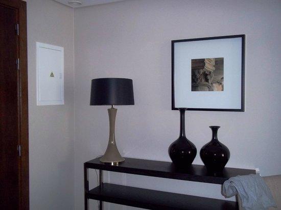 "Hotel Villa Batalha : particolare di arredo...""suite"""