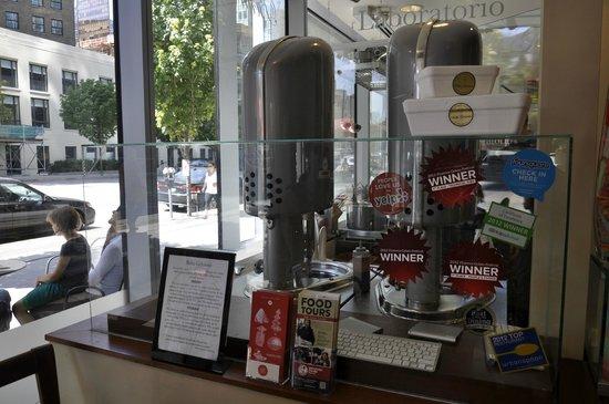 Bella Gelateria & Gelato : La macchina del gelato!