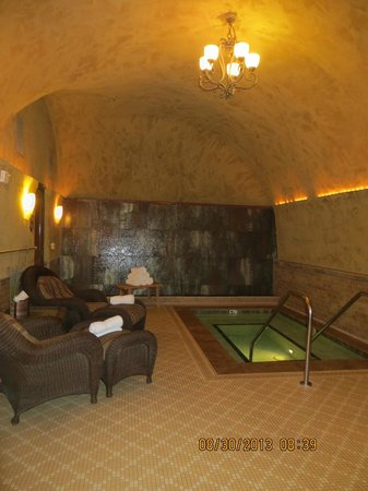Spa Terra: Jacuzzi Area with Water Wall