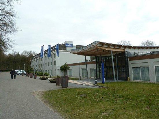 Fletcher Hotel-Restaurant Doorwerth-Arnhem : Front entrance of the hotel.