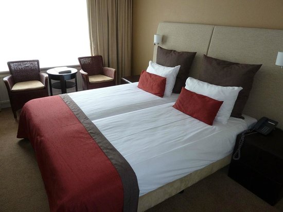 Fletcher Hotel-Restaurant Doorwerth-Arnhem : Bed in our room.