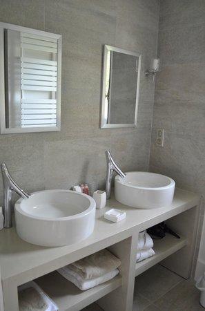 """Chateau de Courtebotte: La salle de bain de la suite """"ô"""""""
