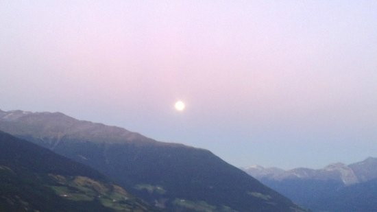 Alpin & Relax Hotel Das Gerstl: sera di fine agosto vista dalla sala da pranzo