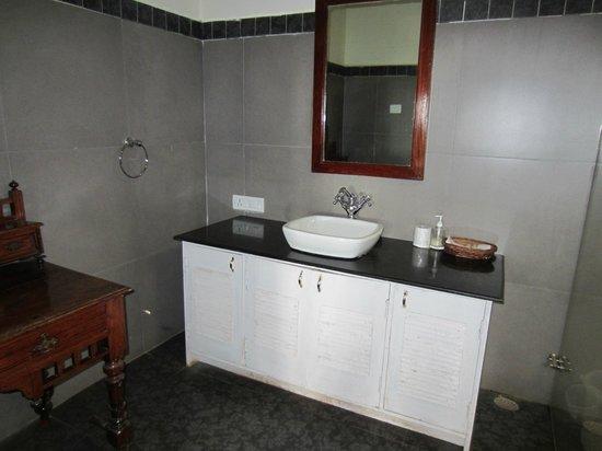 King's Cliff: Macbeth bathroom