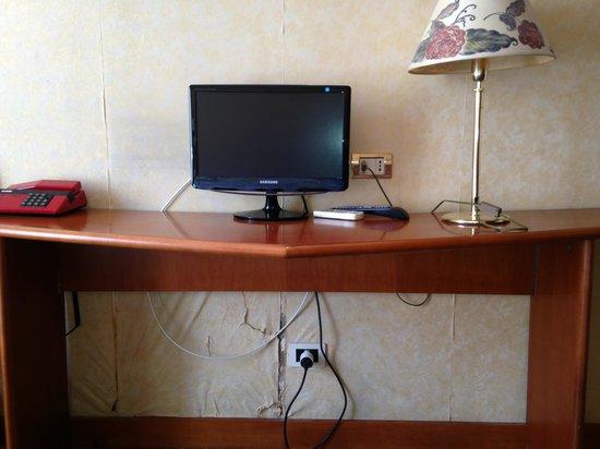 Hotel Astra : Wand defekt