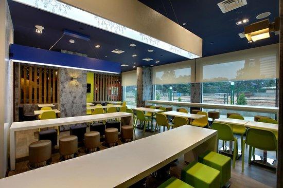 Hotel Caspia Pro Bengaluru Whitefield: Hotel Lobby
