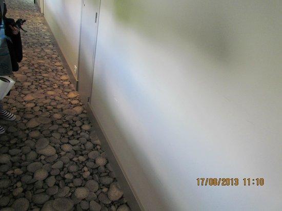 Les Sables Blancs : Il muro del corridoio