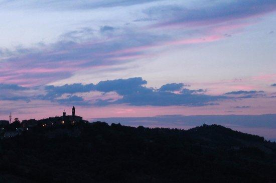 Equiturismo Podere Palazzone: the sun set over Pomarance