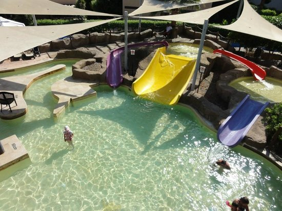 Coral Sea Aqua Club Resort: splash area