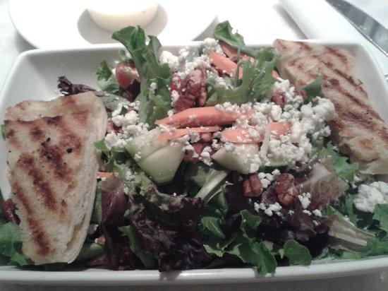 Lalla Grill: Ensalada con queso azul, mmmm!