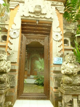 Kori Bali Inn: Front door