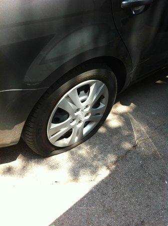Vivobarcelona Apartments: Fladt dæk og tyveri - men super hjælp og service fra Vivo Barcelona