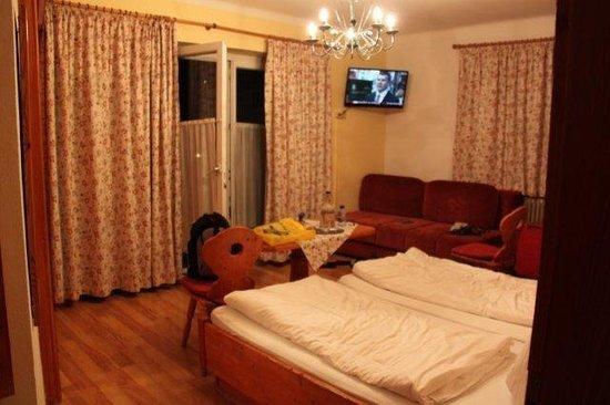 Hotel Garni Pension Hubertus: Our room