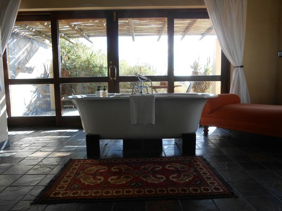 Hitgeheim Country Lodge: vasca da bagno