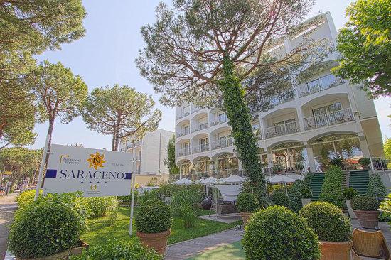 Hotel Saraceno : Facciata Hotel 4 stelle Saraceno Milano Marittima, offerte all inclusive costa romagnola, rivier