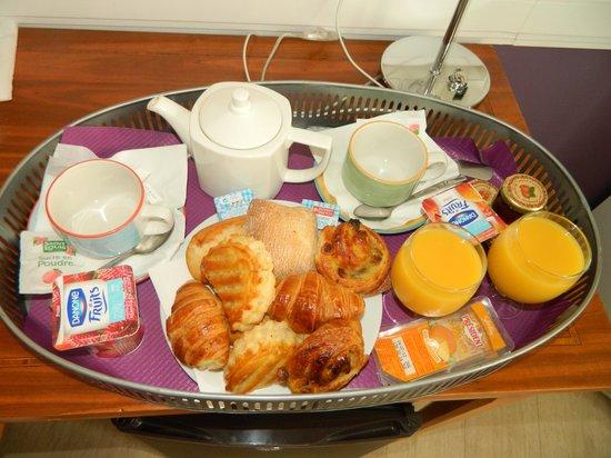 Atelier Saint-Germain : breakfast in the room