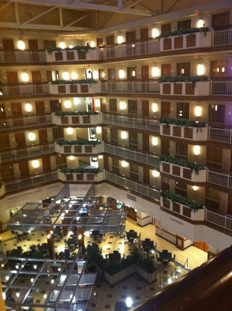 Embassy Suites by Hilton Dulles - North/Loudoun: Main atrium