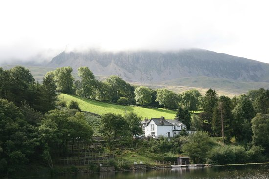Gwesty Gwernan Hotel: From over the lake