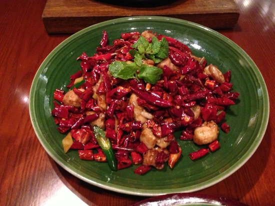 Made in China (Grand Hyatt) : The chicken with chillies dish. Delicious chicken pieces in dried chilli.