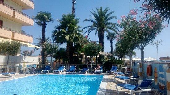Hotel Cristal: dalla piscina alla spiaggia
