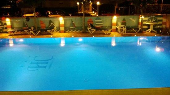 Hotel Cristal: piscina in notturna