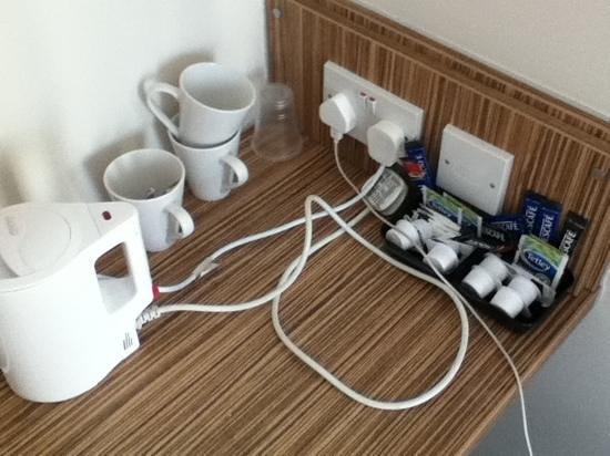 Travelodge Cardiff Atlantic Wharf: tea/coffee etc