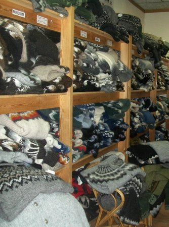 Reykjavik, Islandia: Sweaters in all sizes - here the section for medium and large