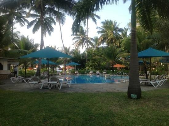 Sarova Whitesands Beach Resort & Spa: the ssmall pool!