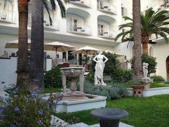 Terme Manzi Hotel & Spa: View of the inside garden