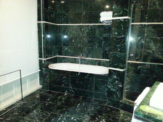 Hotel Banke: Il bagno della camera