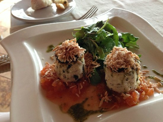 7 Seas Seafood Grille: Blue crab cakes...yum!
